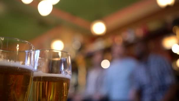 Korsó sör a bárban