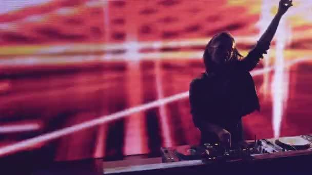 Taneční dj v nočním klubu