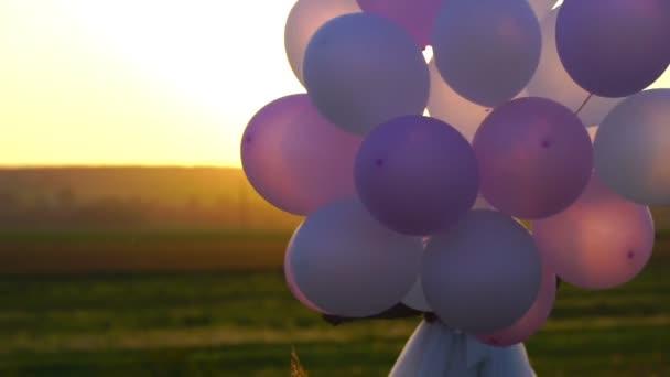 壁とパイプšťastná dívka s balónky