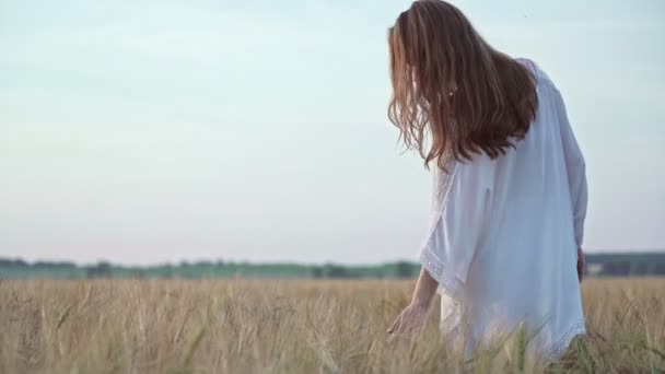 Attractive young girl in a field