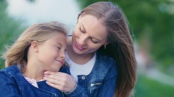 Die Liebe der Mutter im Park