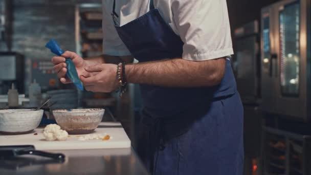 Profesionální kuchař vaření doma