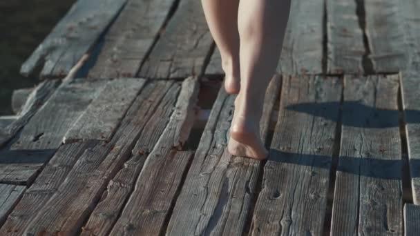 bosý ženské nohy venku
