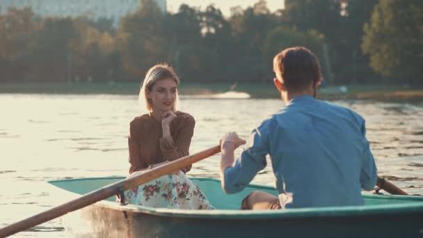 Paar in der Liebe im Freien