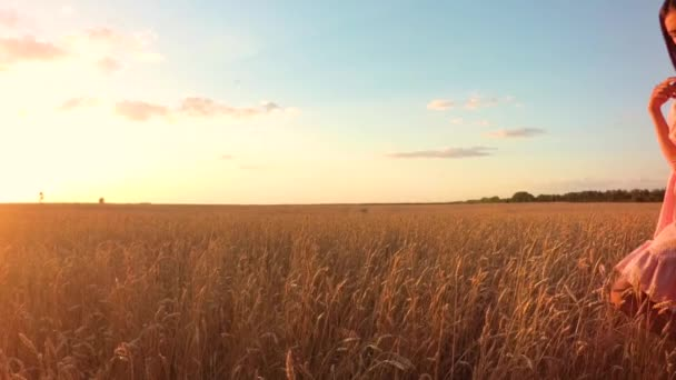 Young girl in wheat field (no flares ver)