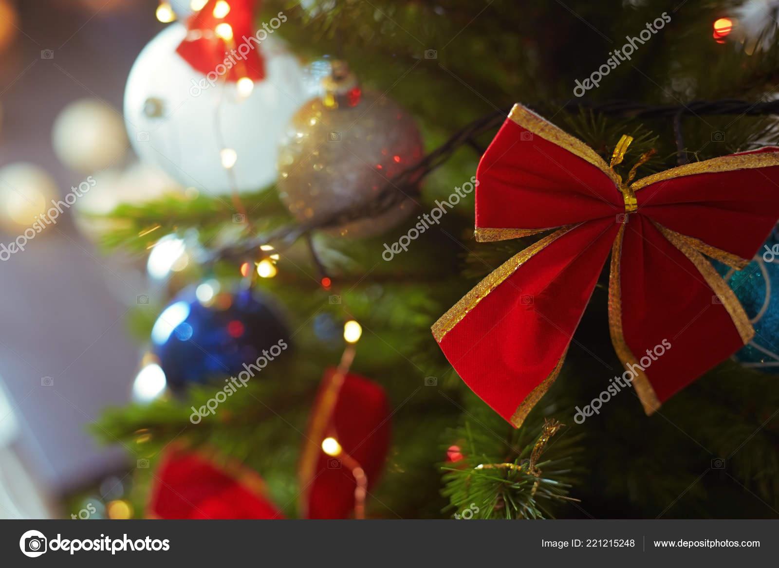 1089e037cb1 Decoración Árbol Navidad Con Luz Cadena Close — Foto de stock ...