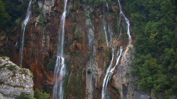 Vodopád v parku Plitvická jezera