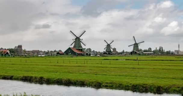Skanzen větrných mlýnů v Zaandam.