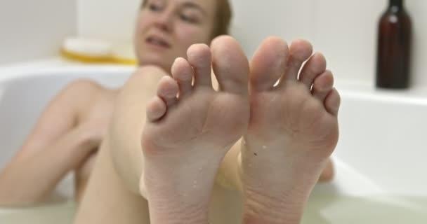 Női lábak toalettel