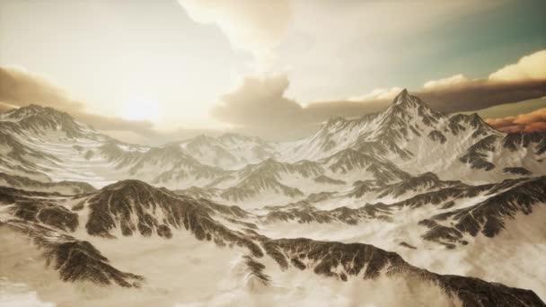 Panorama Vysokých Sněhových hor při západu slunce