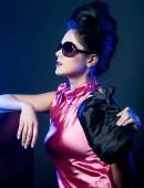 Fotografie žena s módní sluneční brýle a kabelky