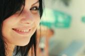 egy boldog ifjú hölgy portréja