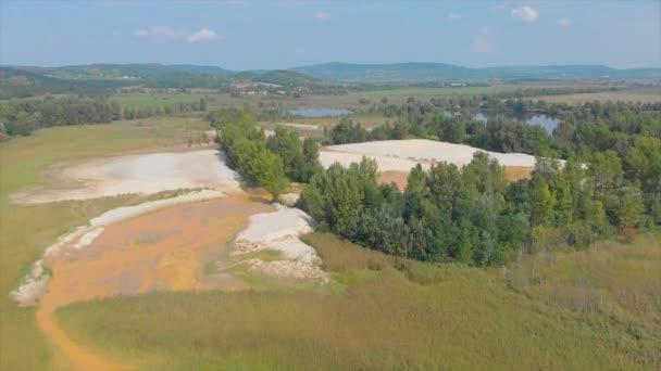 Drone légi felvételeket tavak közelében a Balaton, Magyarország, Salfold