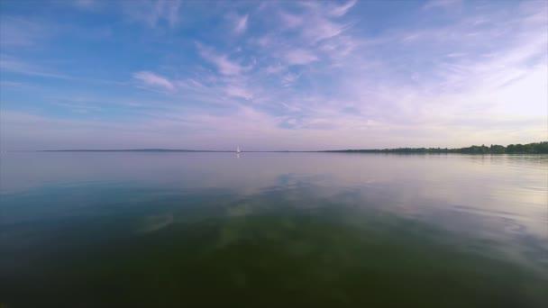 A régi vulkánok Magyarországon a Balaton nyugodt víz