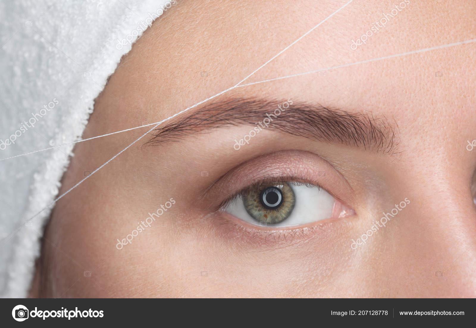 Make Artist Plucks Her Eyebrows Thread Close Face Care Beauty