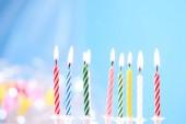 candele di compleanno colorati