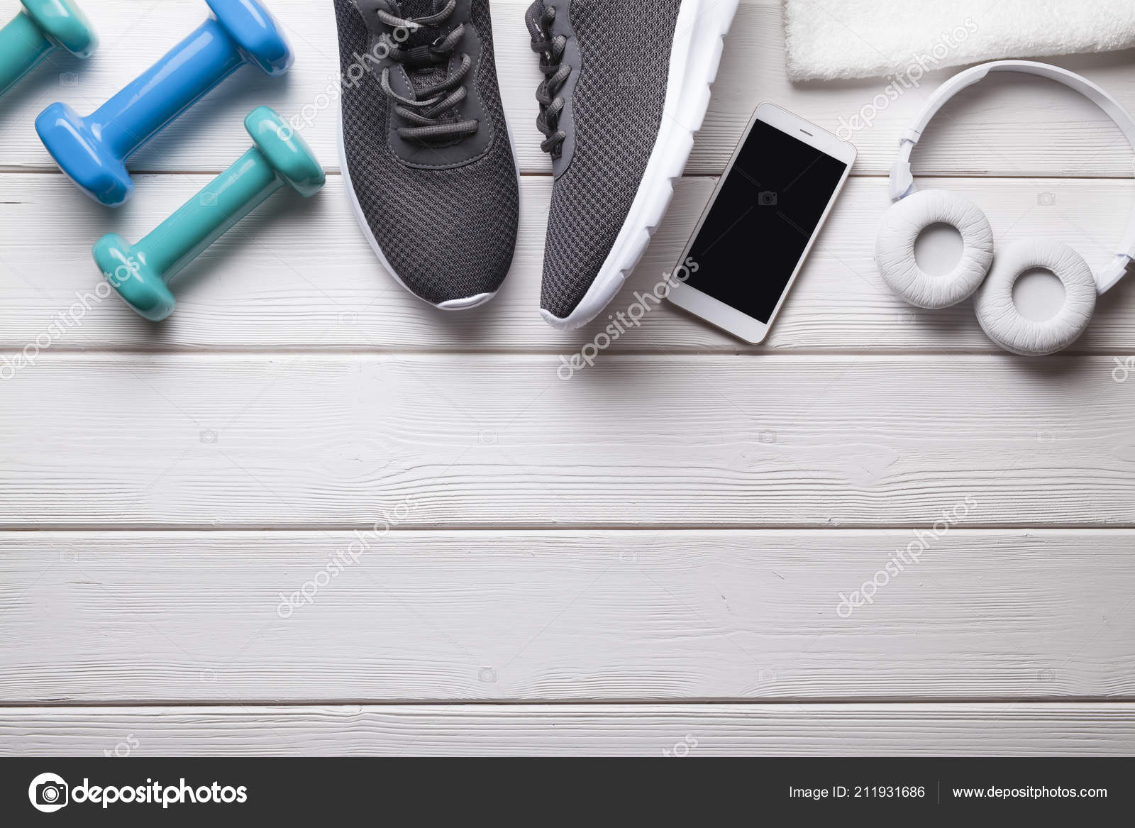 0a296d8d71e Όργανα Γυμναστικής Αθλητικά Παπούτσια Αλτήρες Πετσέτα Και Smartphone  Ακουστικά Φόντο — Φωτογραφία Αρχείου
