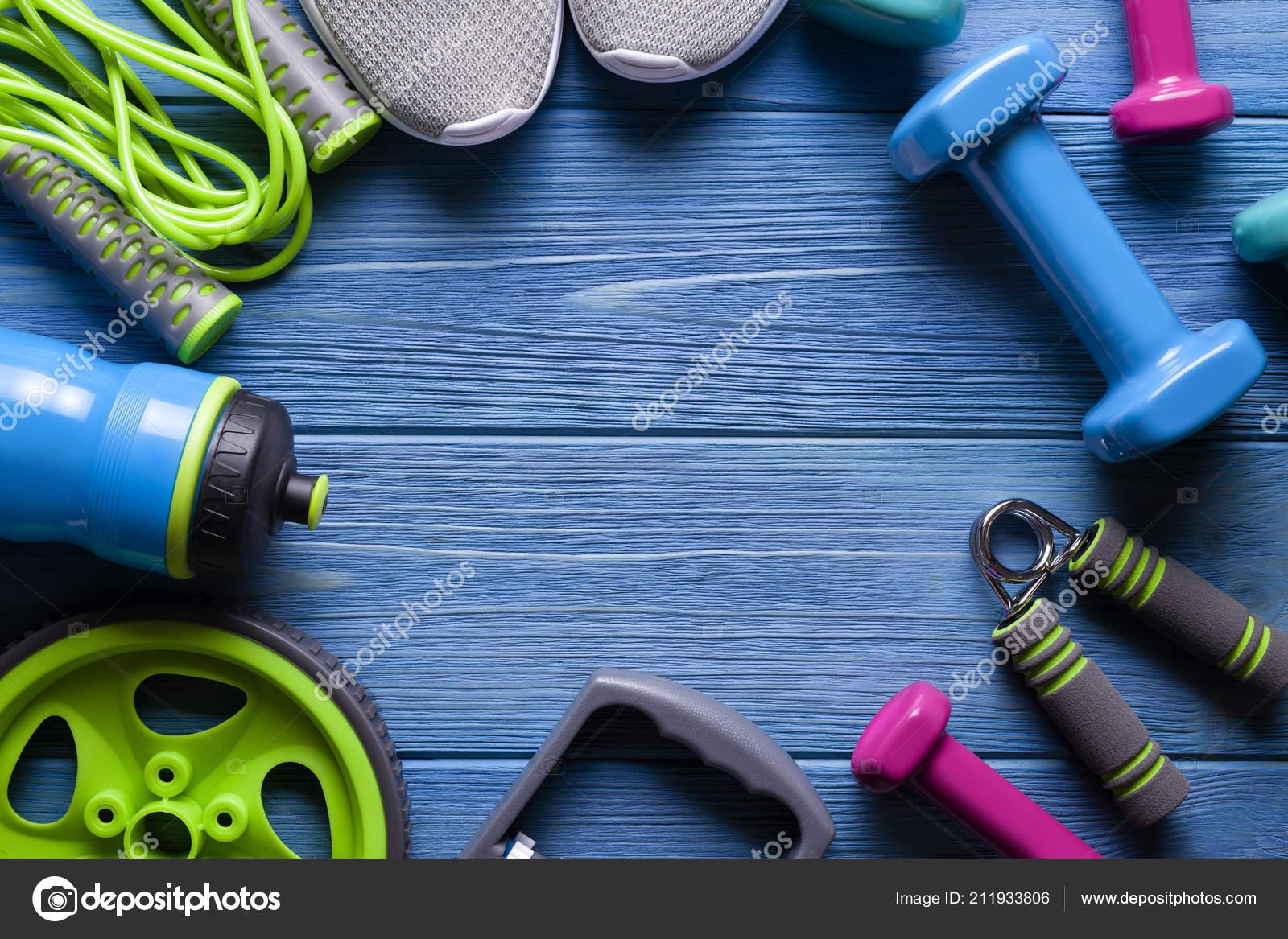 51a480ee707 Όργανα Γυμναστικής Αθλητικά Παπούτσια Άλμα Σχοινί Μπουκάλι Νερό Και Αλτήρα  — Φωτογραφία Αρχείου