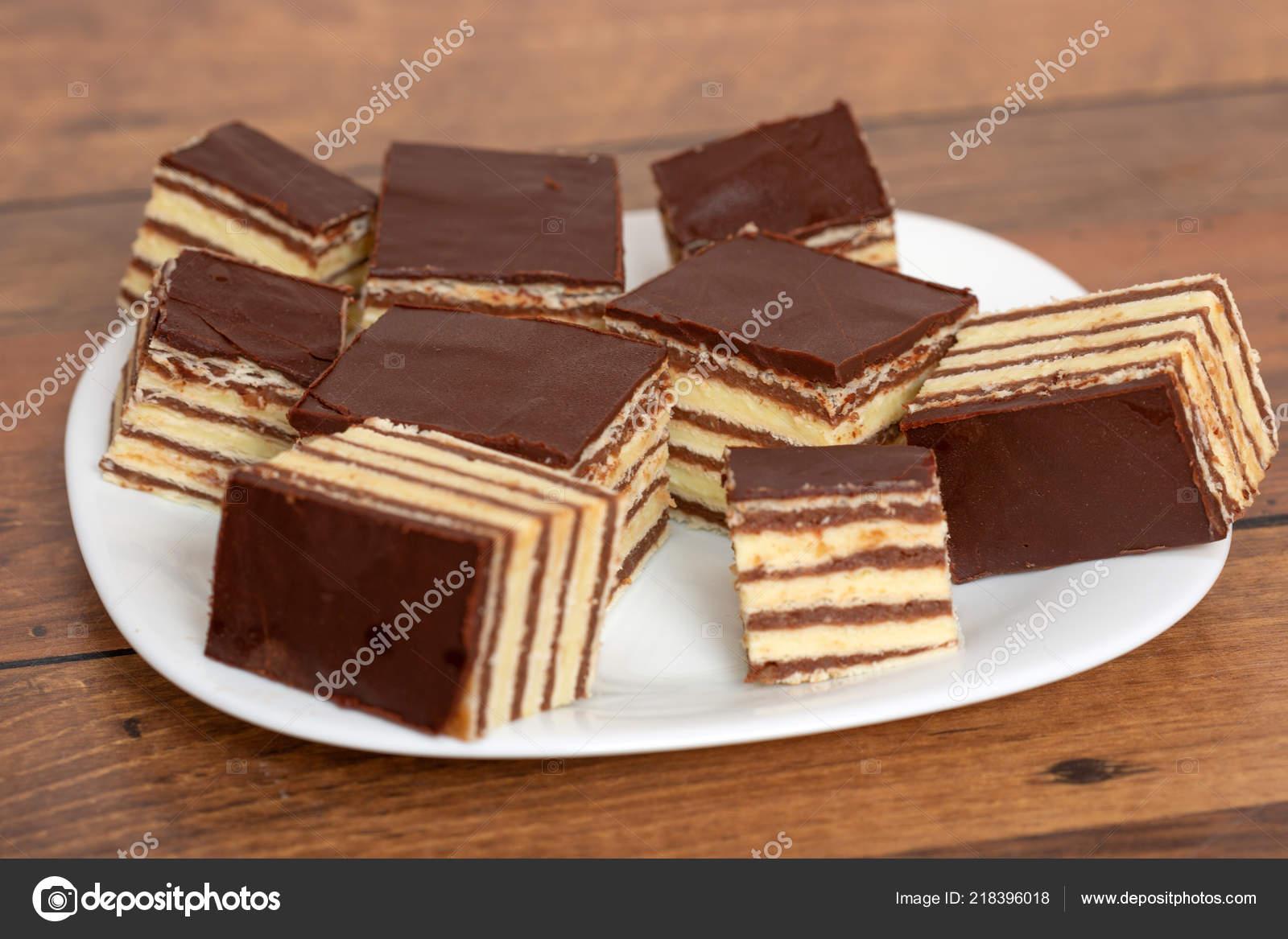 Schokolade Und Vanille Kuchen Stockfoto C Phillyo77 218396018