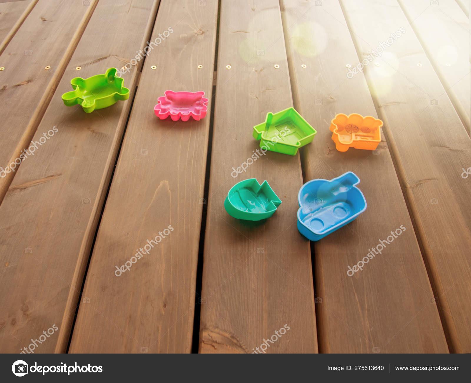 Juguetes De Plástico Para Niños De Diferentes Colores En El