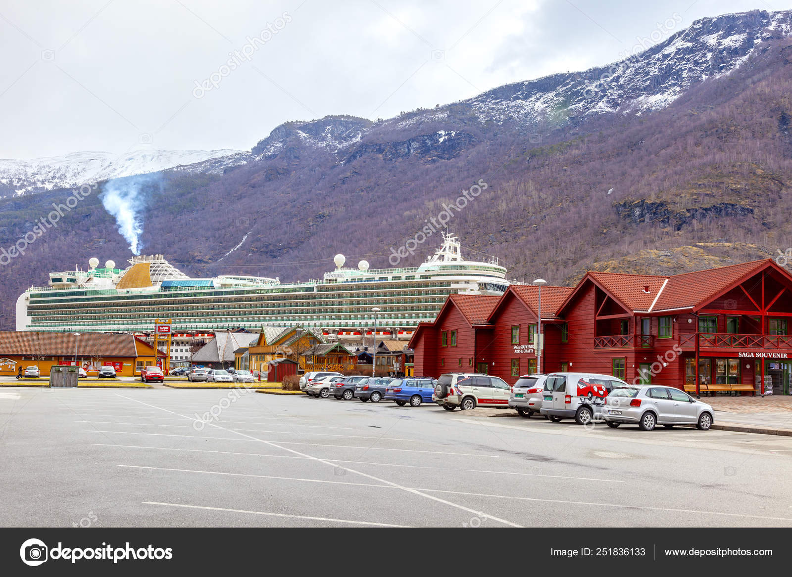 Norway  Valley Flomsdalen  City Flam  A cruise ship – Stock
