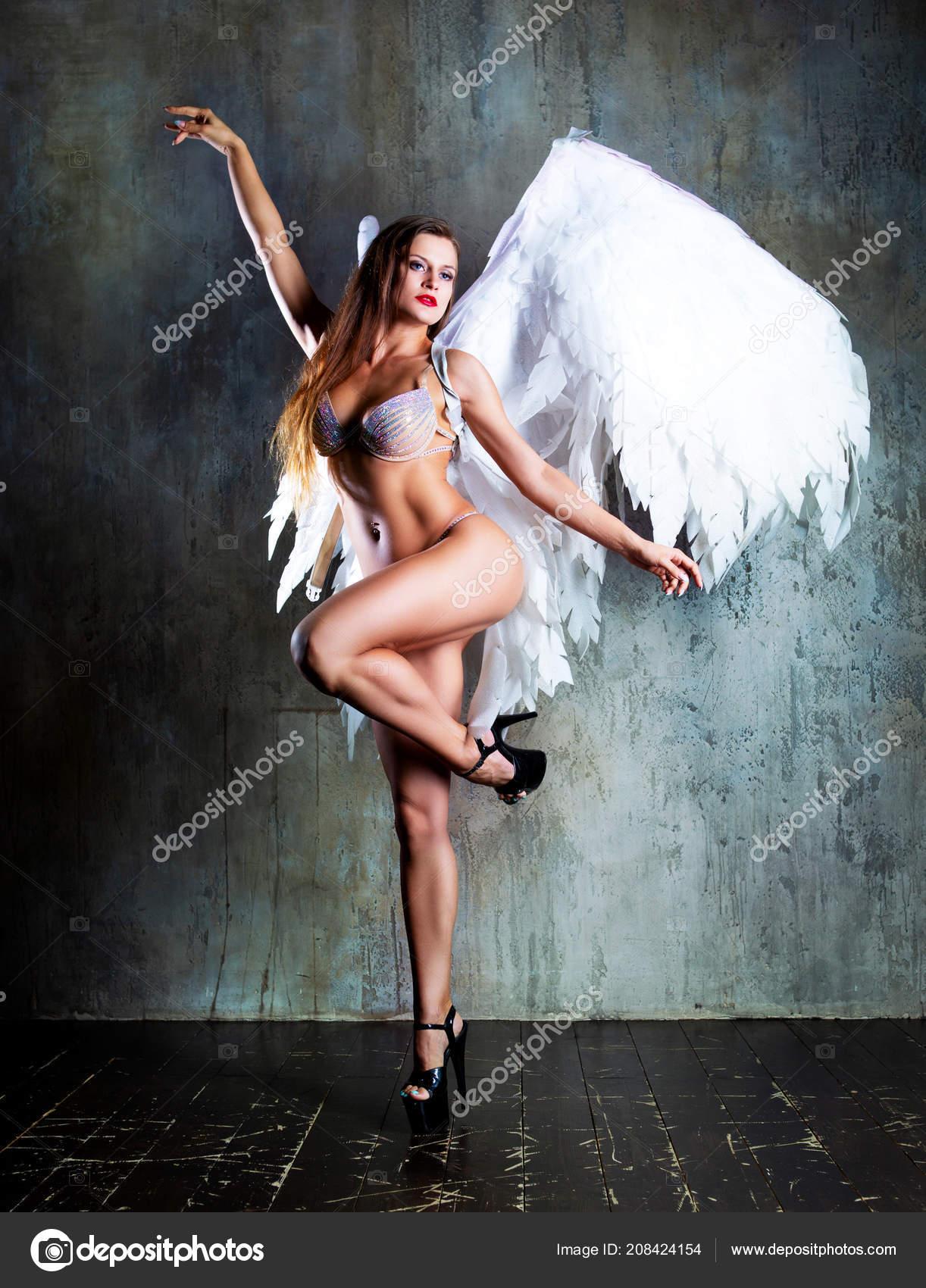 фотосессия с крыльями ангела в студии москва благодаря цвету, помещению