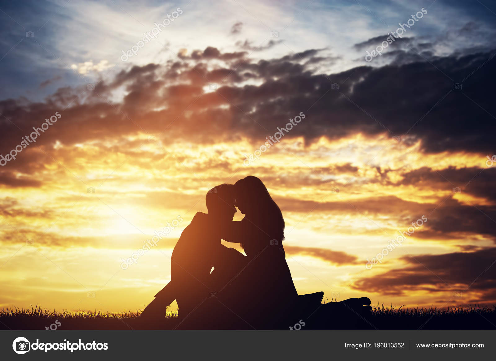 imágenes pareja enamorados siluetas pareja enamorados sentados