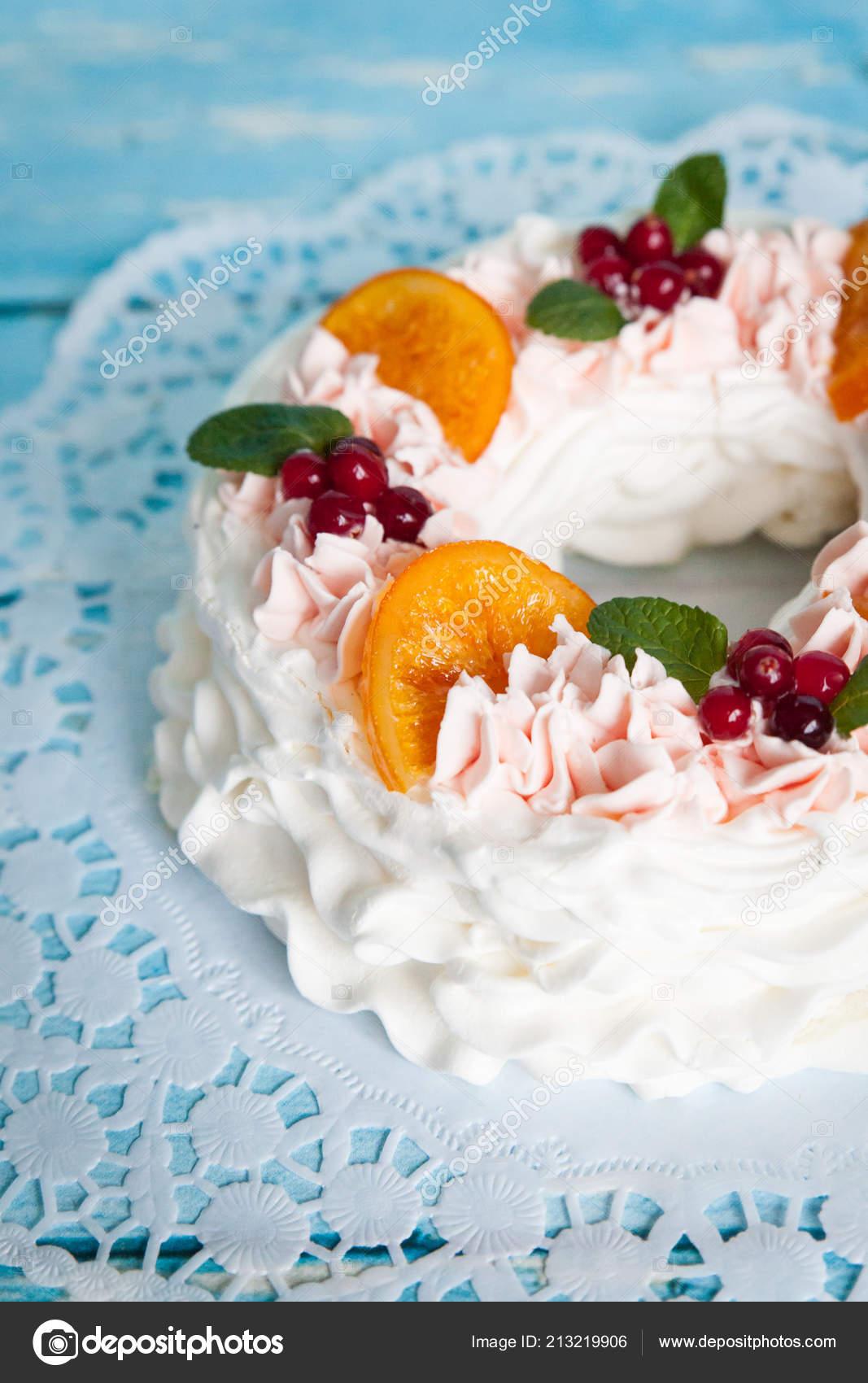 Pavlova Kuchen Adventskranz Dekoriert Mit Cranberry Karamelisiertem