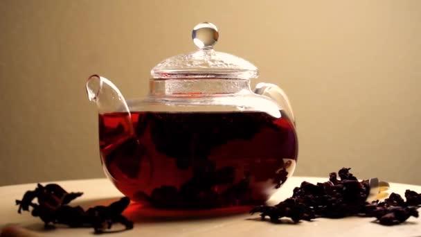 Spinning teáskannát a tea piros karkade