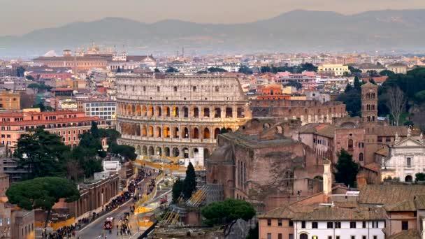 Roma Italia Camino Hacia El Coliseo Un Disparo De Terrazza Delle Quadrighe Panning Shot 4k
