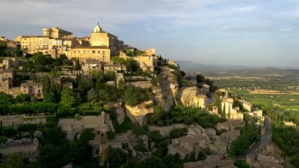 Gordes, Francie. Gordes je obec v Provence v jižní Francii. Panoramatický záběr, 4k