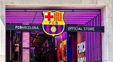 Passeig de Gracia, mimari mücevherleri en prestijli mağazaları ile yan yana durduğun yer alan Fcb (Futbol Club Barcelona) resmi mağaza giriş.