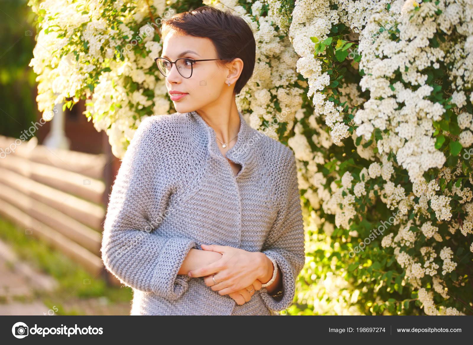 Piękna Dziewczyna Z Fryzury Krótkie Zdjęcie Stockowe