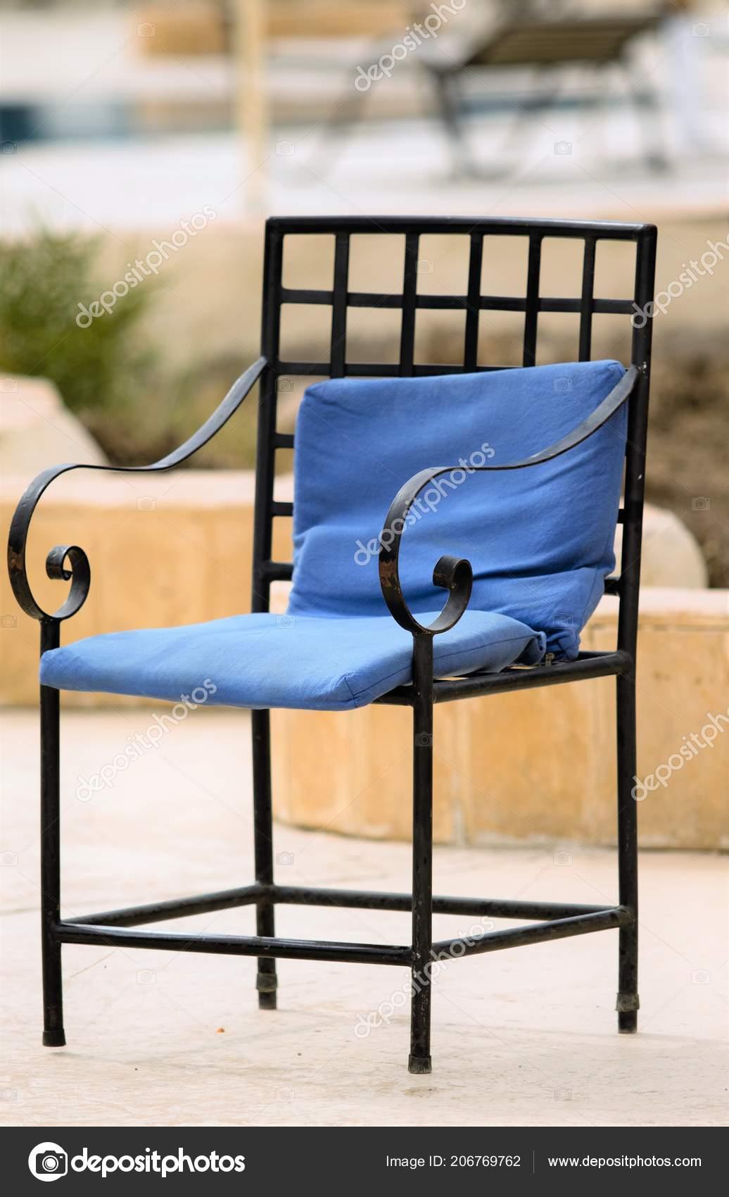 стулья столы улице интерьер кафе стоковое фото Kzwwsko 206769762
