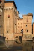 Ferrara, Itálie - 10. června 2017: Hrad Estense, čtyři tyčila pevnost ze 14 století, Ferrara, Itálie