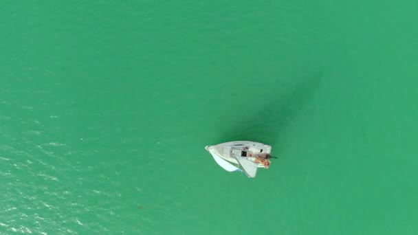 légi kilátás a jachtra a Balatonon
