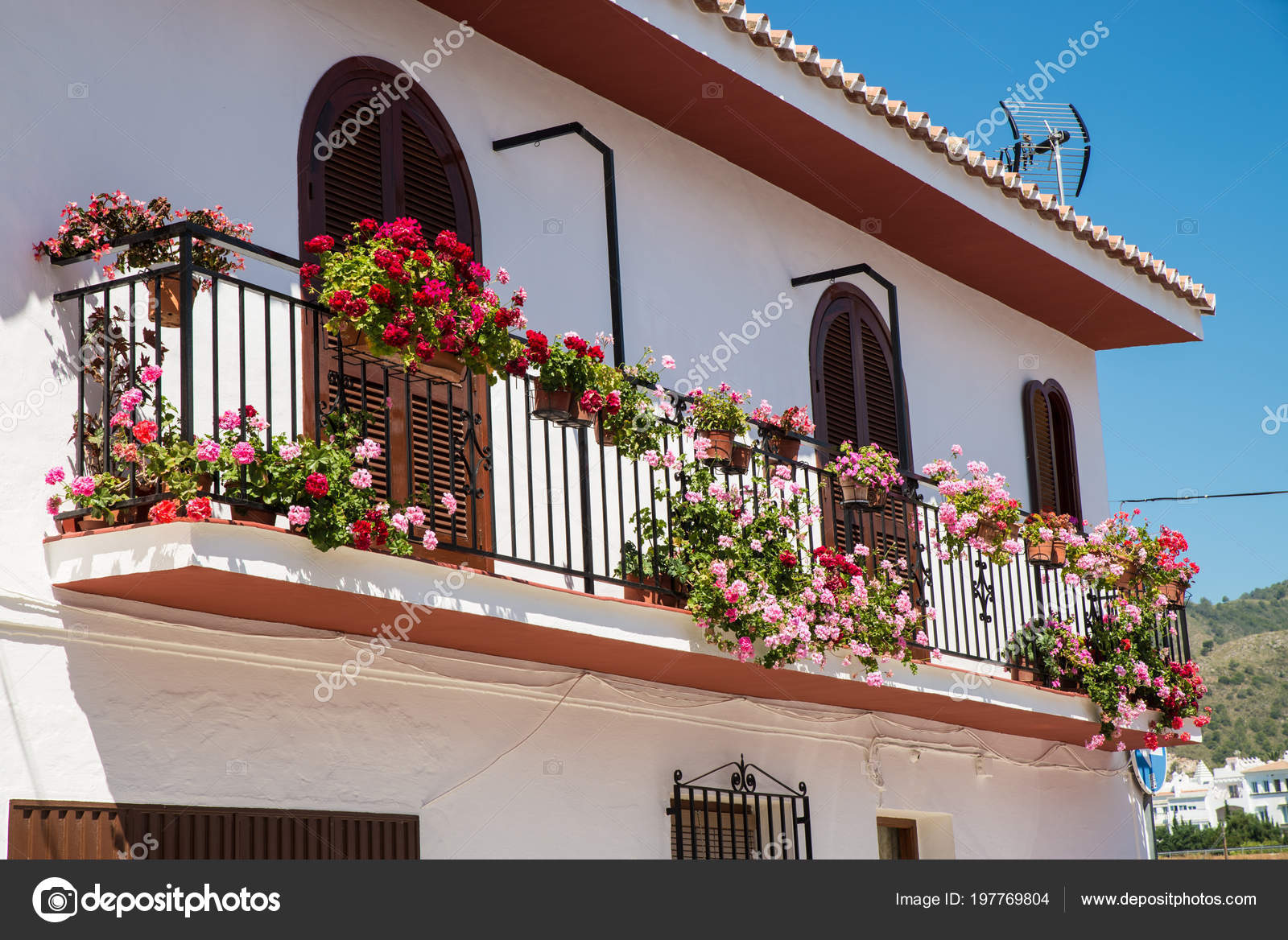 Andalusische Balkon Blumentopfe Stockfoto C Olafspeier 197769804