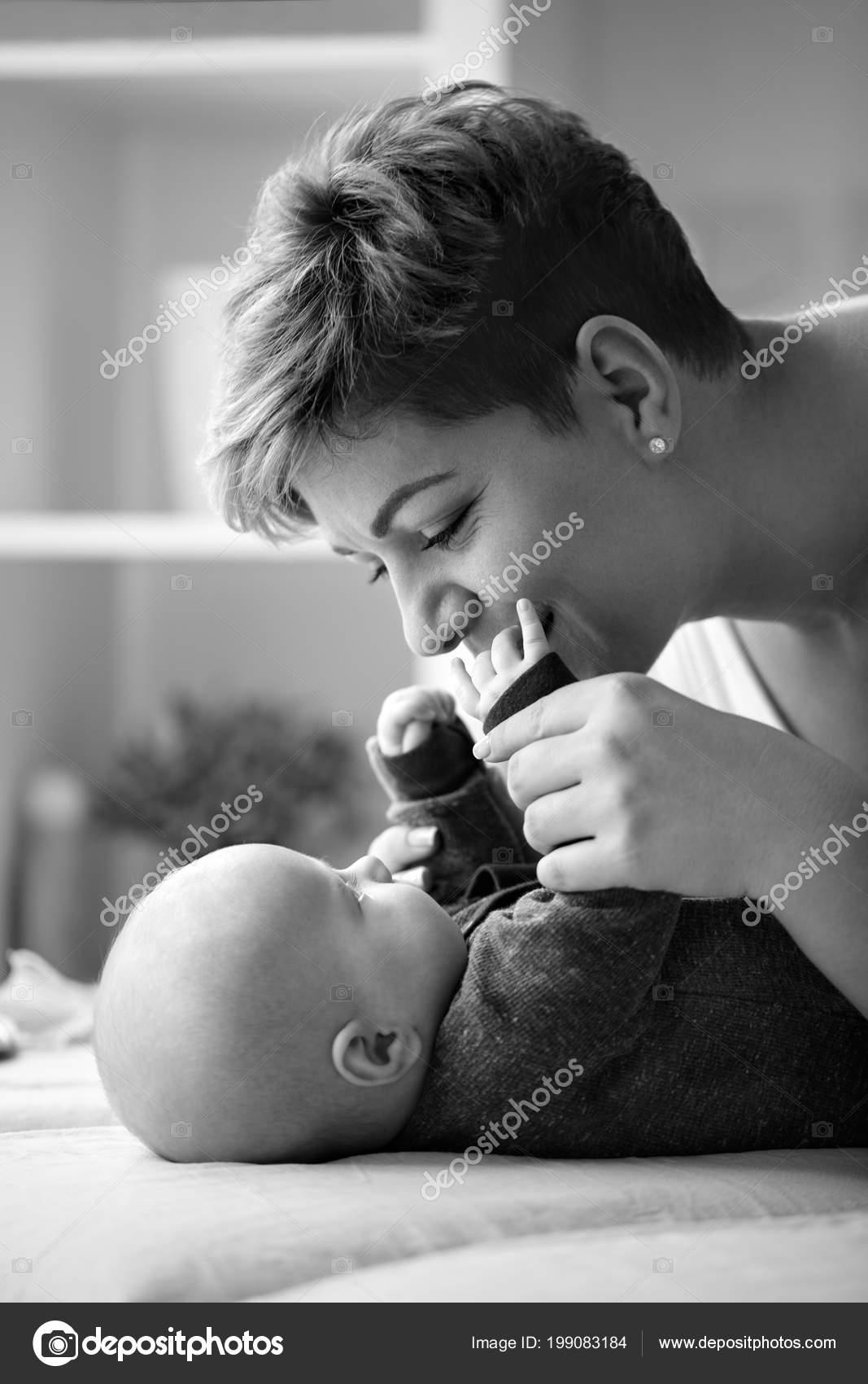 νεαρό μωρό γυμνό να σφιχτό για μεγάλο καβλί