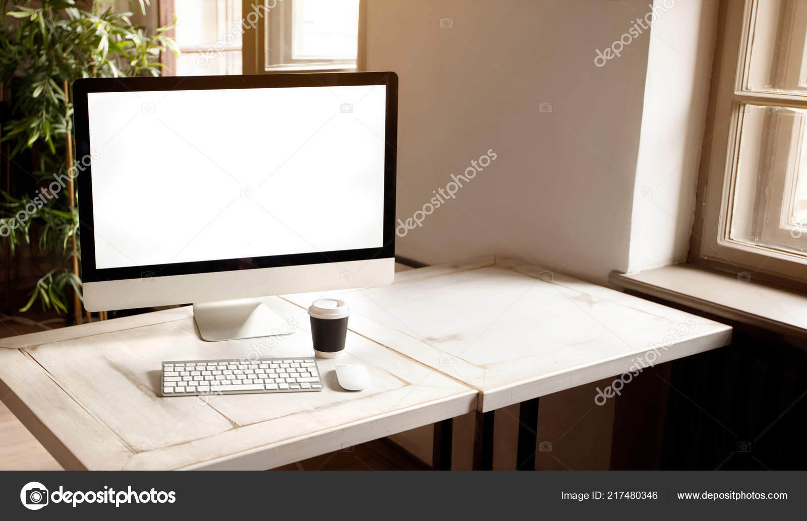 - Workplace Modern Computer Big Display Desk — Stock Photo