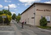 Bourgoin-Jallieu, Franciaország-07, május, 2017: Az olasz kerékpáros Manuele Mori, Egyesült Arab Emírségek csapat Emirates lovaglás szakaszában idő próba 4 kritérium du Dauphine 2017