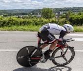 Bourgoin-Jallieu, Franciaország-07, május, 2017: A német kerékpáros Johannes Frohlinger, a csapat Sunweb lovaglás szakaszában idő próba 4 kritérium du Dauphine 2017