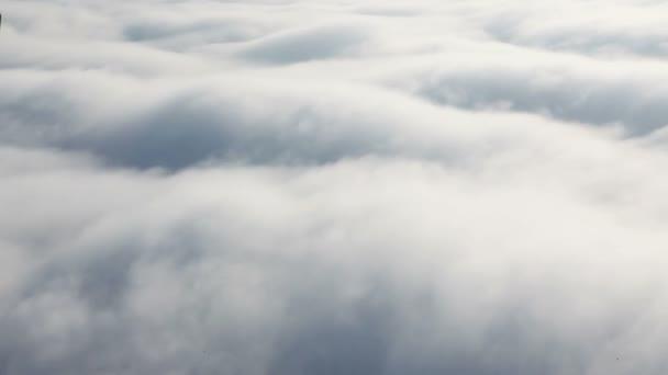 HD - nad mraky, letící ve vzduchu
