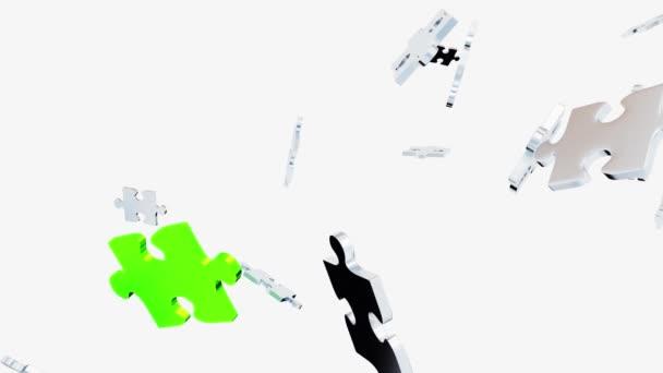 Több kaotikus szürke puzzle darab szétszórva, és egy nagy zöld darab, fehér háttérrel