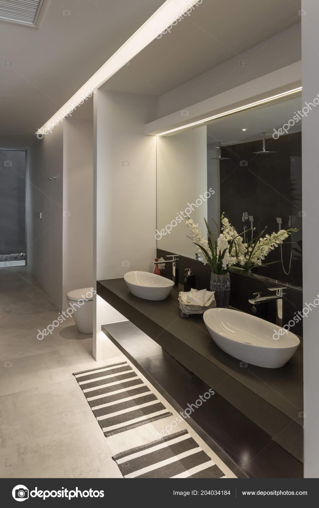Vue Panoramique Style Moderne Belle Salle Bains Avec Double ...