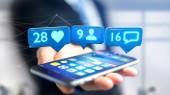 Fotografie Pohled na podnikatel pomocí smartphone s Like, následovník a upozornění zprávy o sociální sítě - 3d vykreslení
