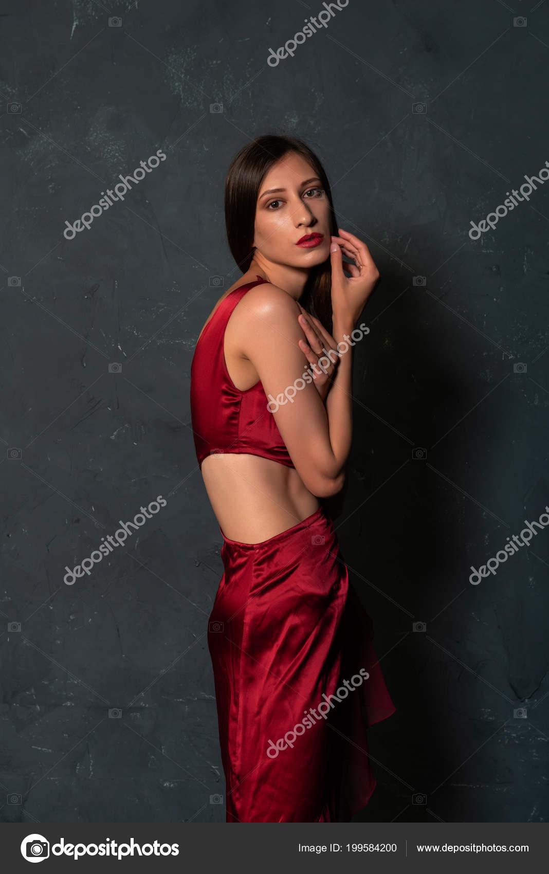 Tall Slender Ukrainian Brunette Bright Red Dress — Stock Photo ... 0361d049a