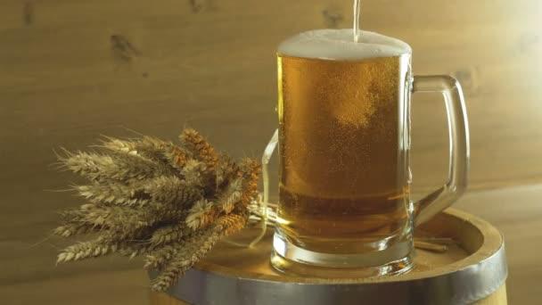 Oktoberfest sörhordó és üveg búzával