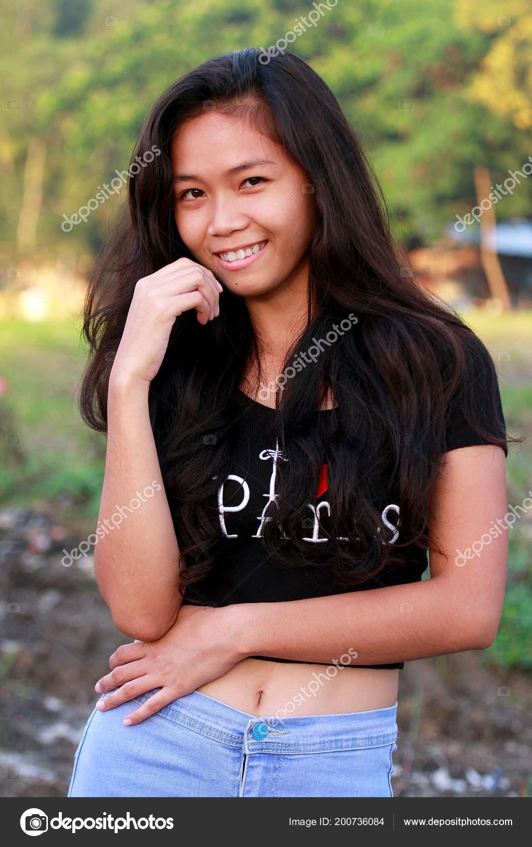 Young filipina cam