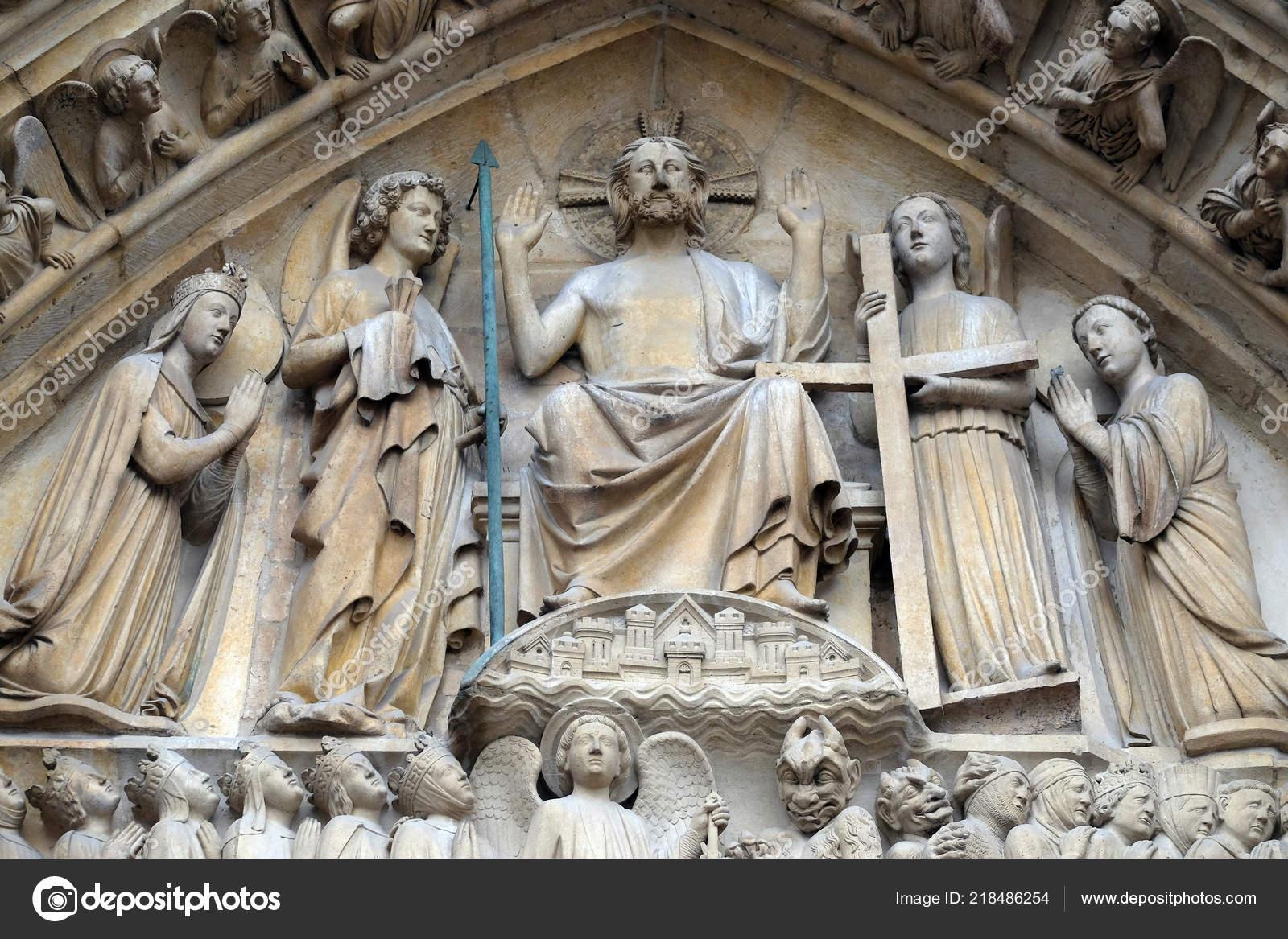 Cristo en Majestad, Portal del juicio final, Catedral de Notre Dame, París,  la Unesco Patrimonio de la humanidad en París, Francia– imagen de stock