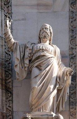 Apostle, statue on the facade of the Milan Cathedral, Duomo di Santa Maria Nascente, Milan, Lombardy, Italy